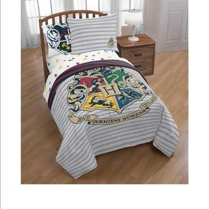NWT Twin  reversible Harry Potter comforter set